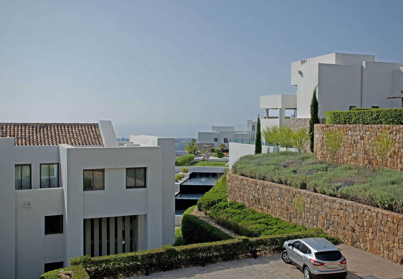 Apartamento en Benahavís - Lujoso apartamento con jardín con impresionantes vistas cerca de Marbella