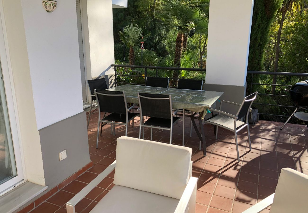 Apartamento en Benahavís - Comfortable three bedroom ground floor apartment on Los Arqueros golf resort, Marbella