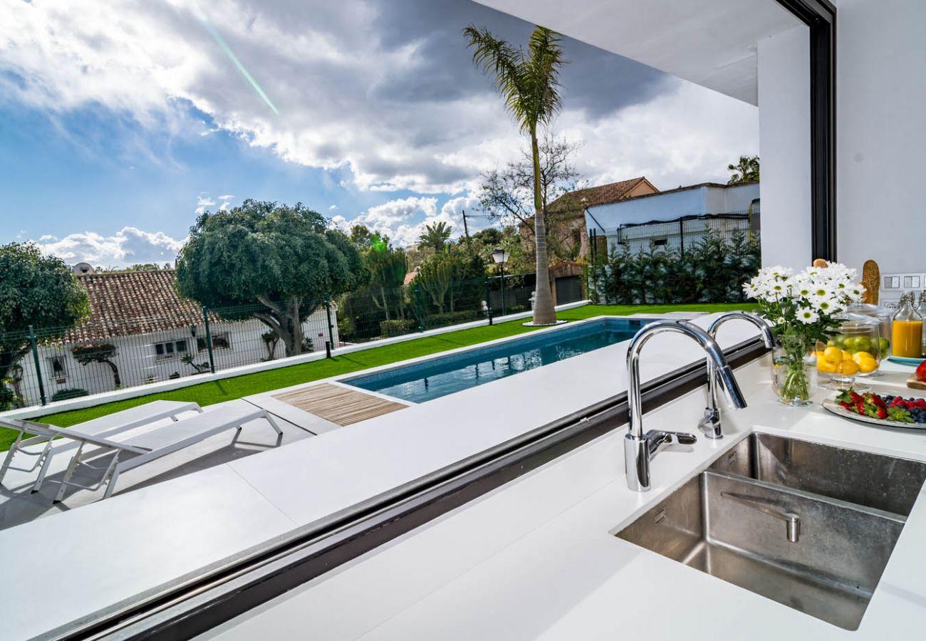 Villa en Nueva andalucia - VLG - Luxurious 5 Bedroom Villa Near the Beach