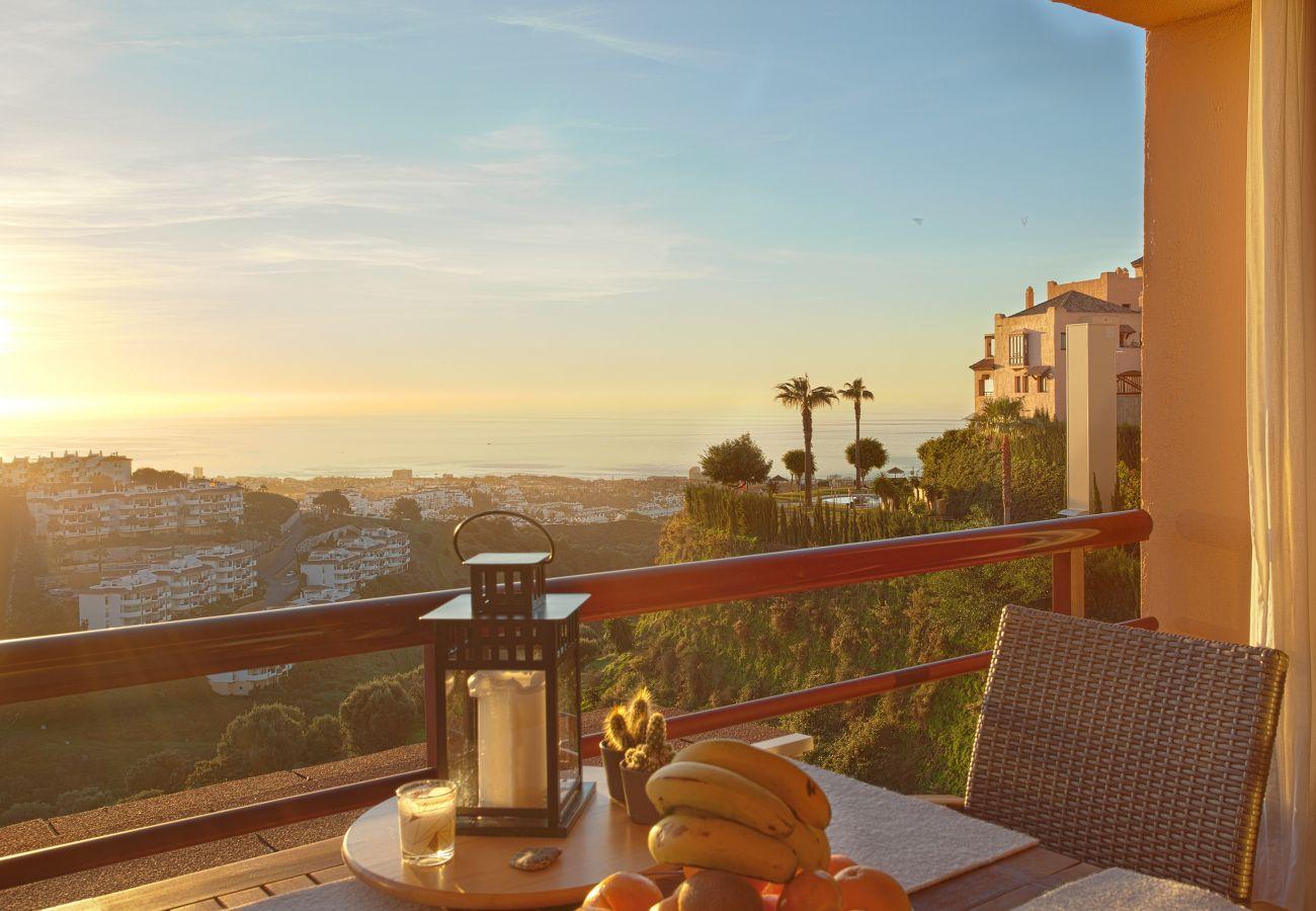 Apartamento con impresionantes vistas al mar en Alcores de Calahonda. Disponible para alquiler vacacional