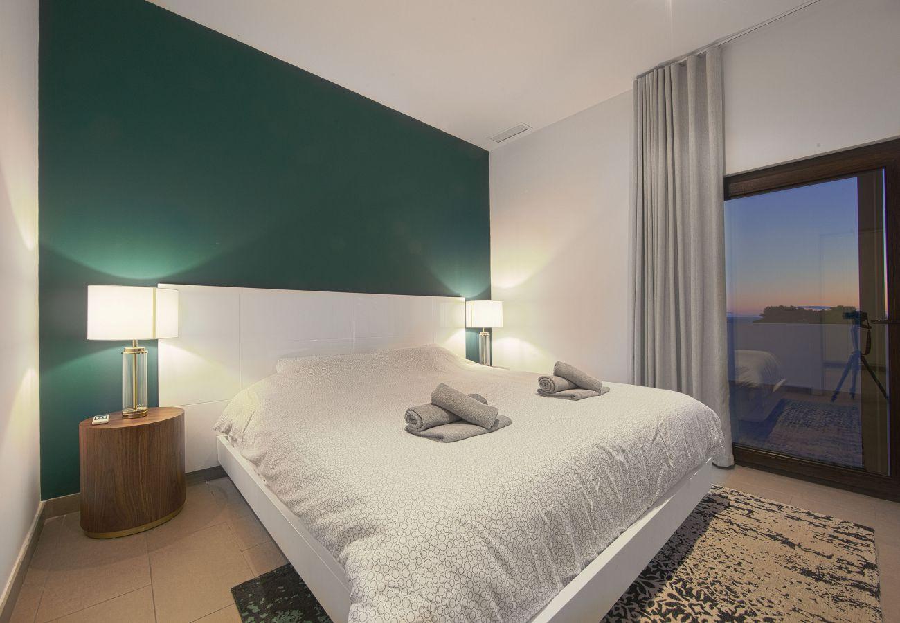Villa en Marbella - Villa de tres dormitorios a poca distancia de la playa en Costabella, Marbella