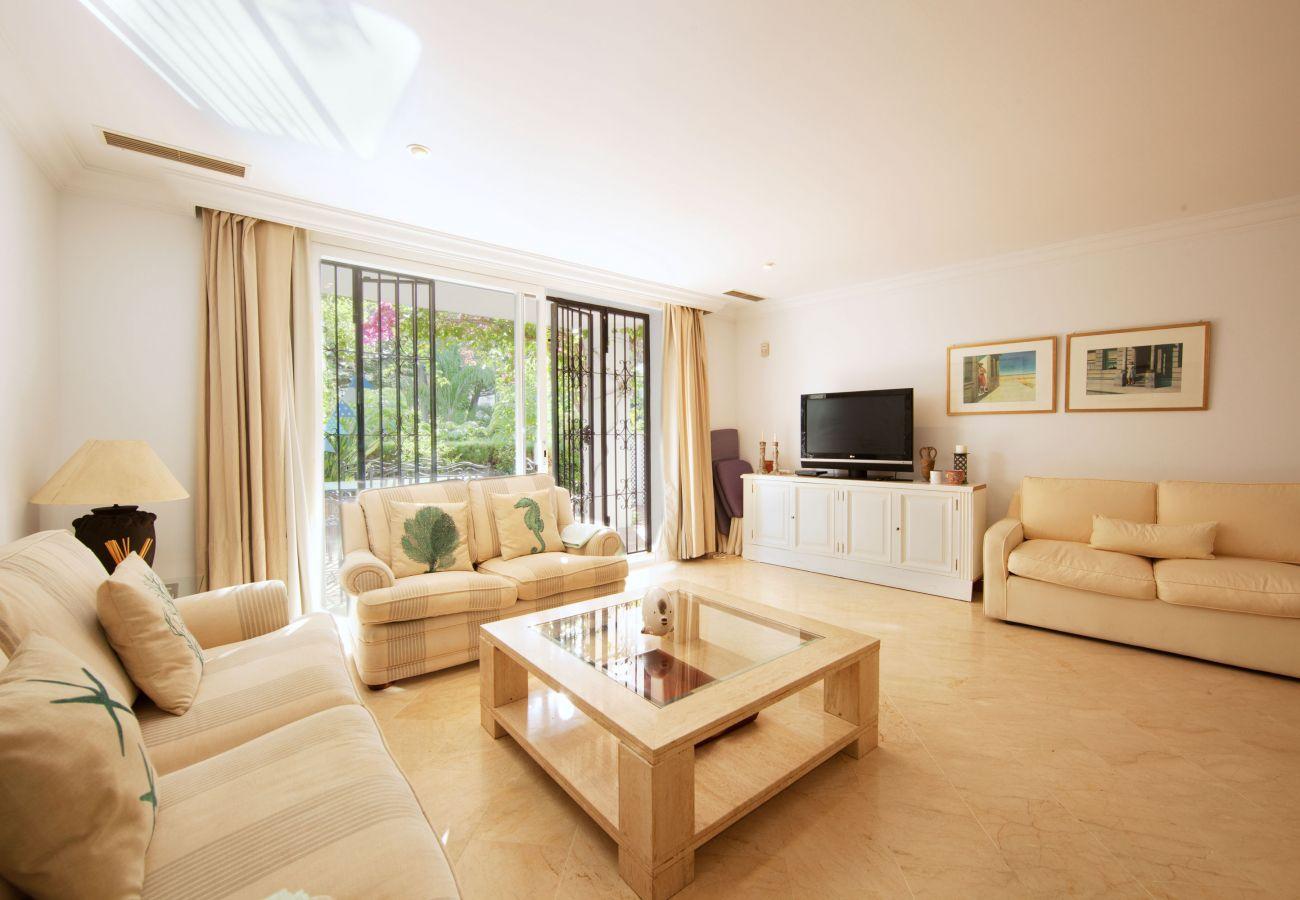 Sala de estar de apartamento en alquiler white pearl beach