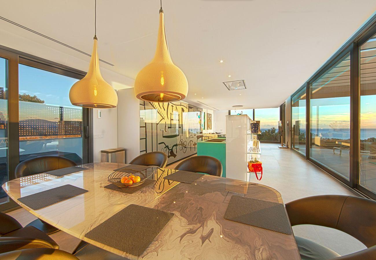 Villa en Marbella - Villa con vistas impresionantes en Altos de Los Monteros, Marbella