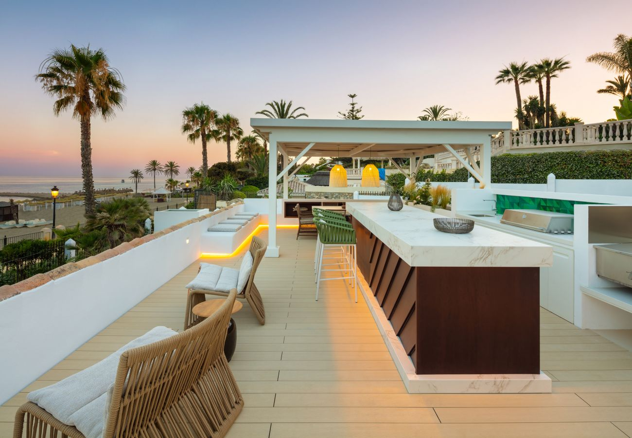 Villa en Marbella - Villa La Luisa, Primera línea de playa Golden Mile Marbella