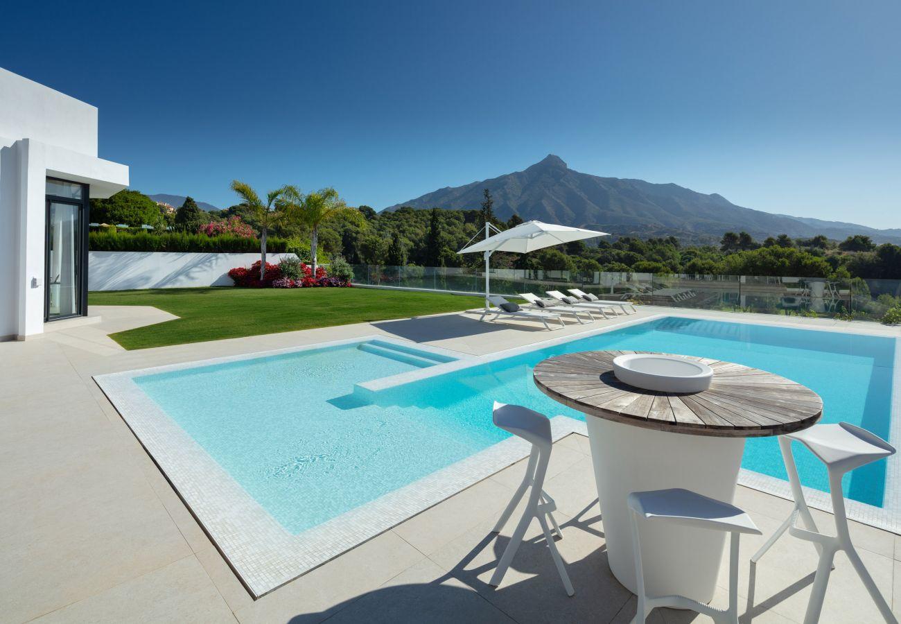 Villa en Marbella - Lujosa villa en venta en Aloha, Nueva Andalucía