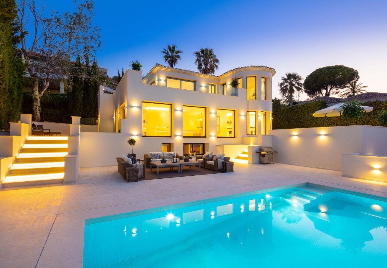 Villa en Marbella - Villa moderna a la venta en Nueva Andalucía