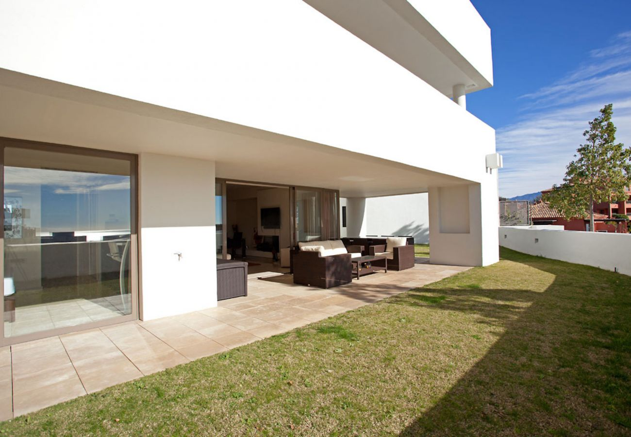 Apartment in Benahavís - Luxurious garden apartment with amazing views close to Marbella