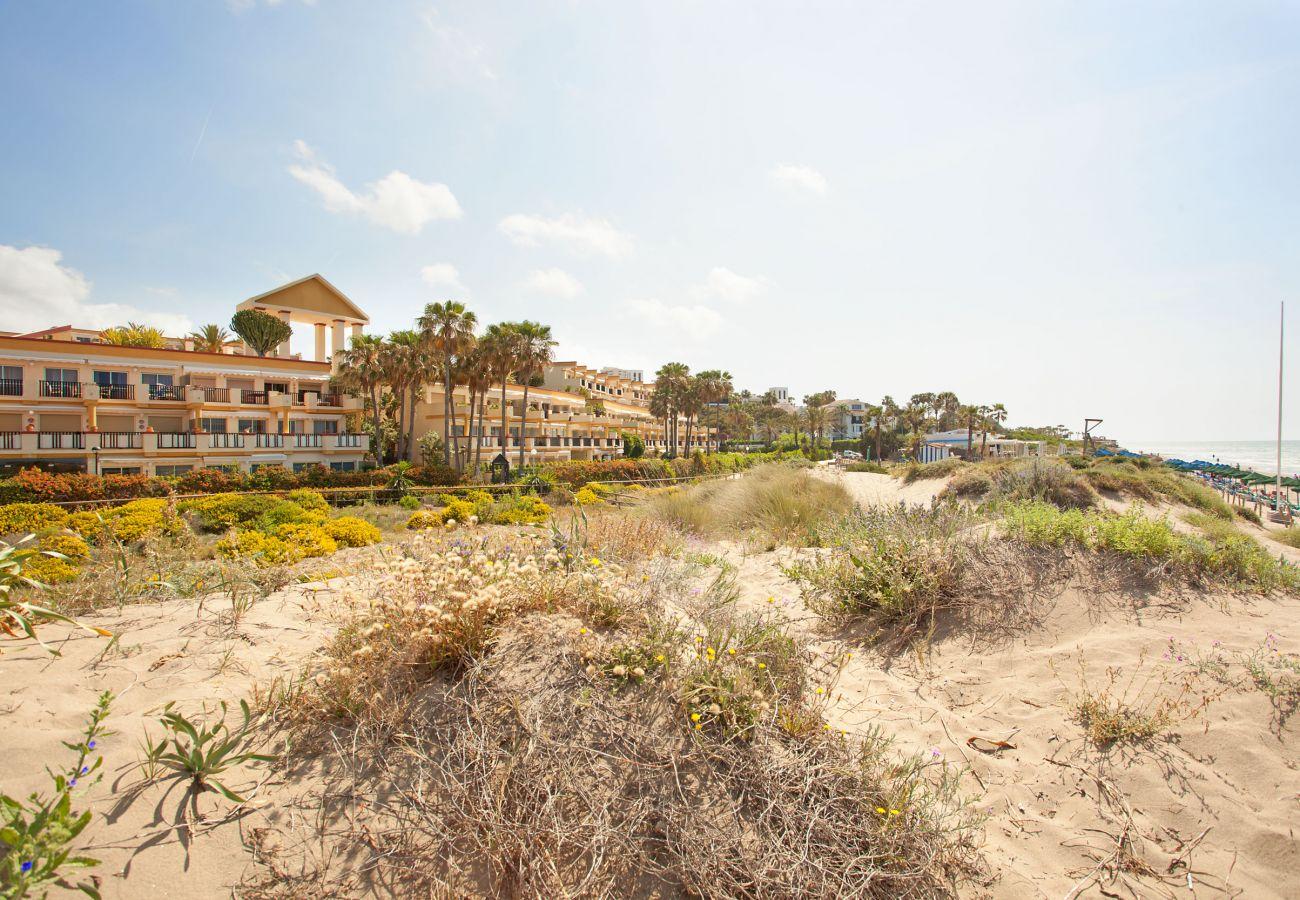 Apartment in Marbella - Beachside apartment in Elviria, Romana Playa