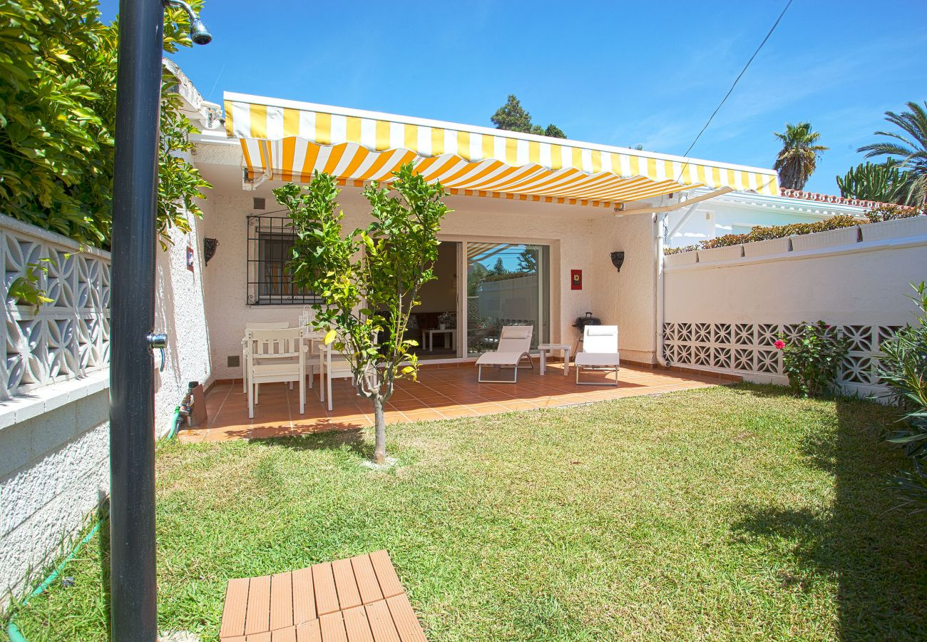 garden of the beachside house for rent in costabella marbella