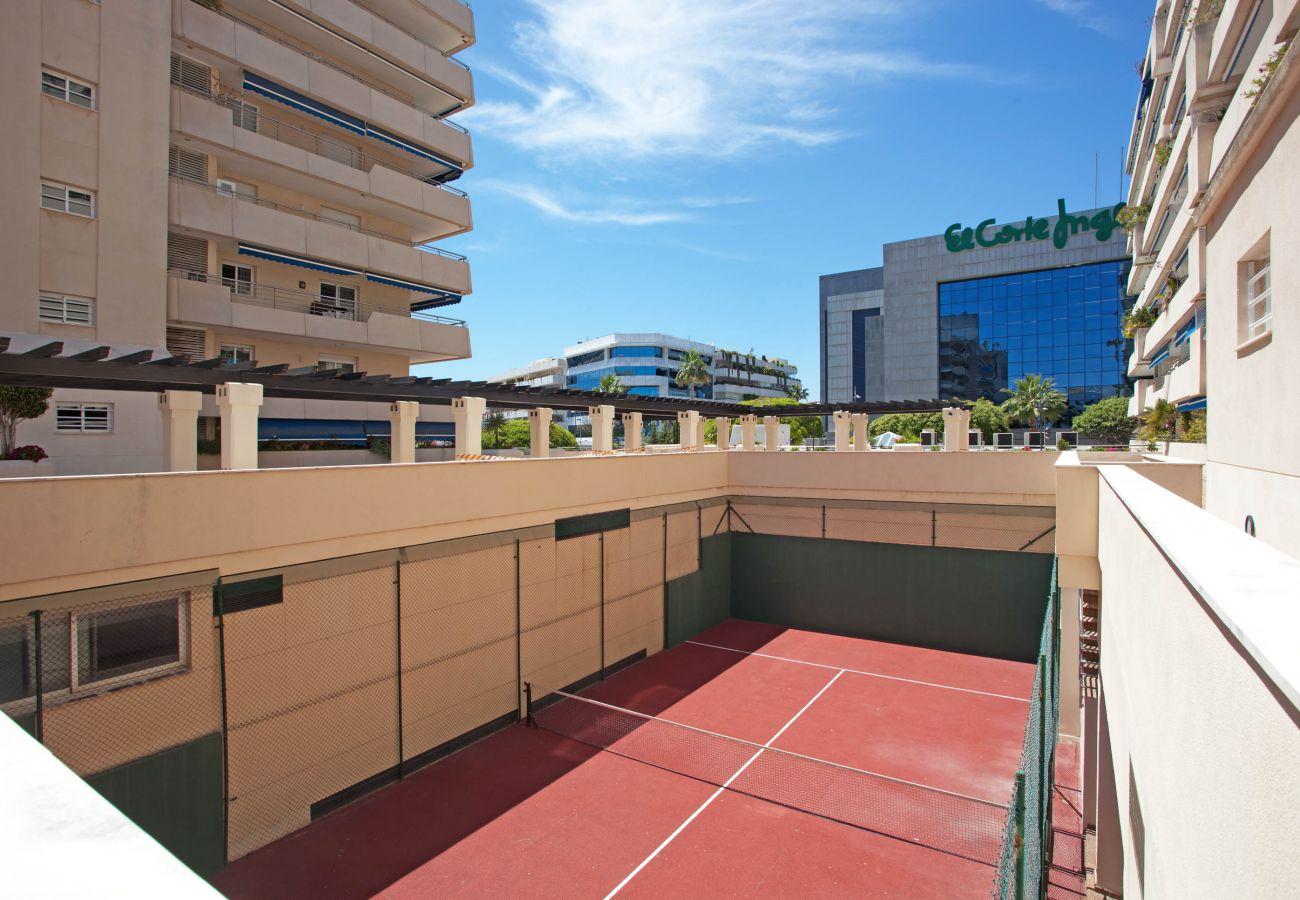 Apartment in Marbella - Perfectly located apartment in Marina Banus, Puerto Banus
