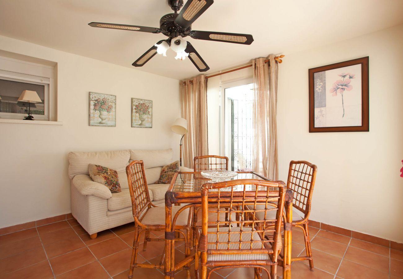 Villa in Marbella - Beachside villa with three bedrooms, Costabella, marbella