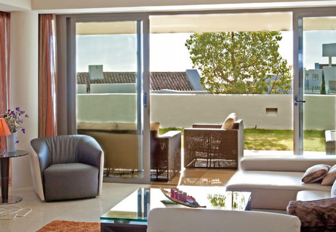 Apartment in Benahavís - Ground floor apartment for sale Alanda Los Flamingos