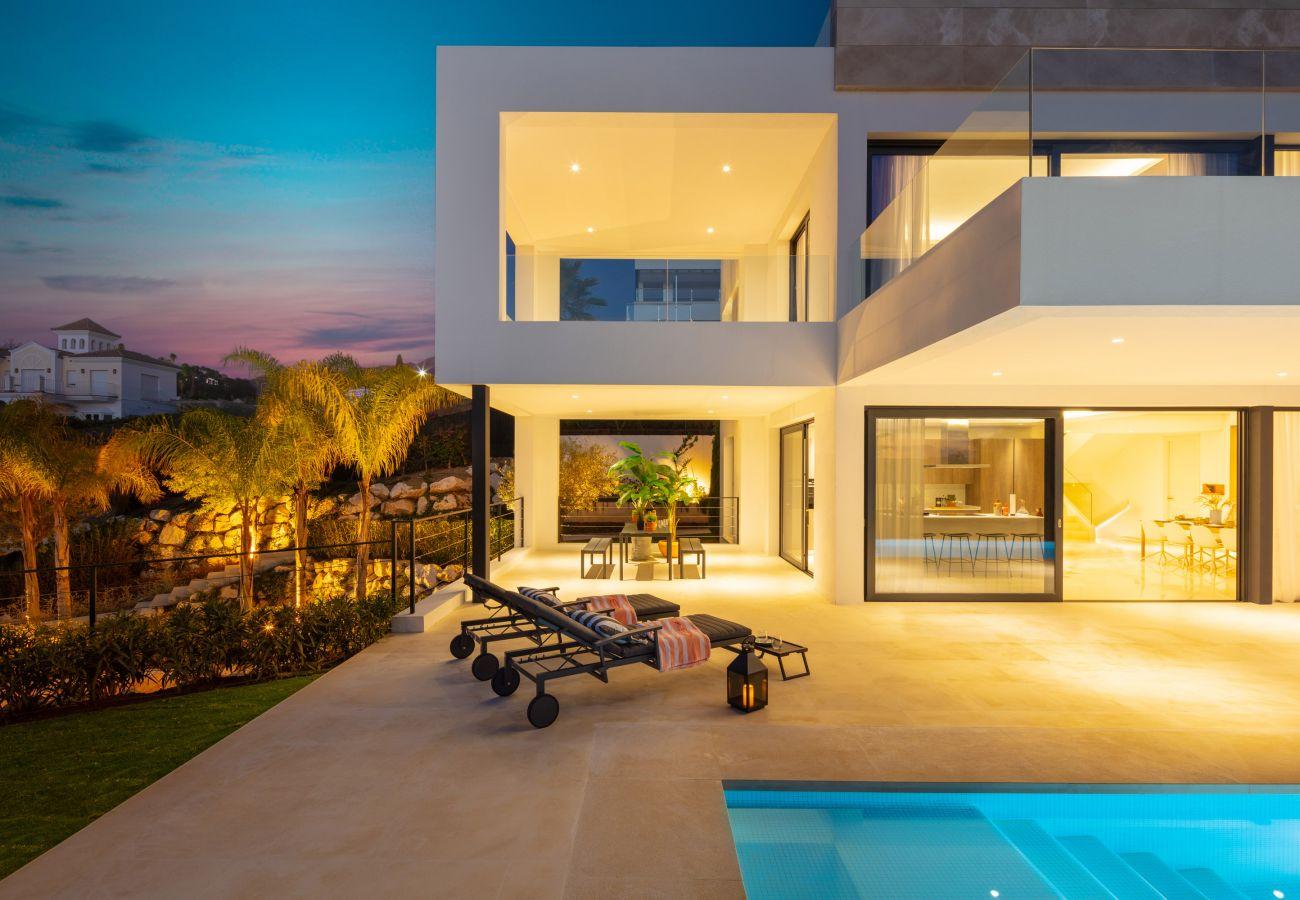 Villa/Dettached house in Marbella - Villa for sale in Nueva Andalucia, Olivos