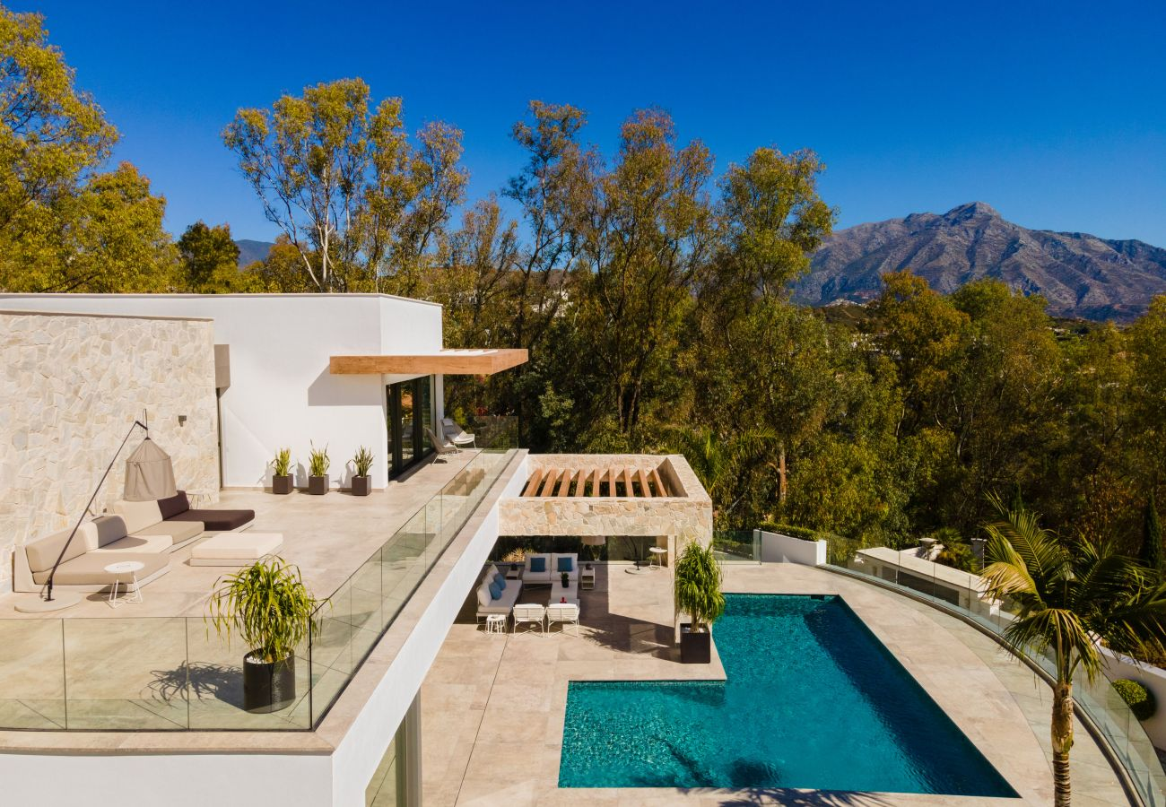 Villa/Dettached house in La Quinta - Villa for sale in El Herrejo, Benahavis