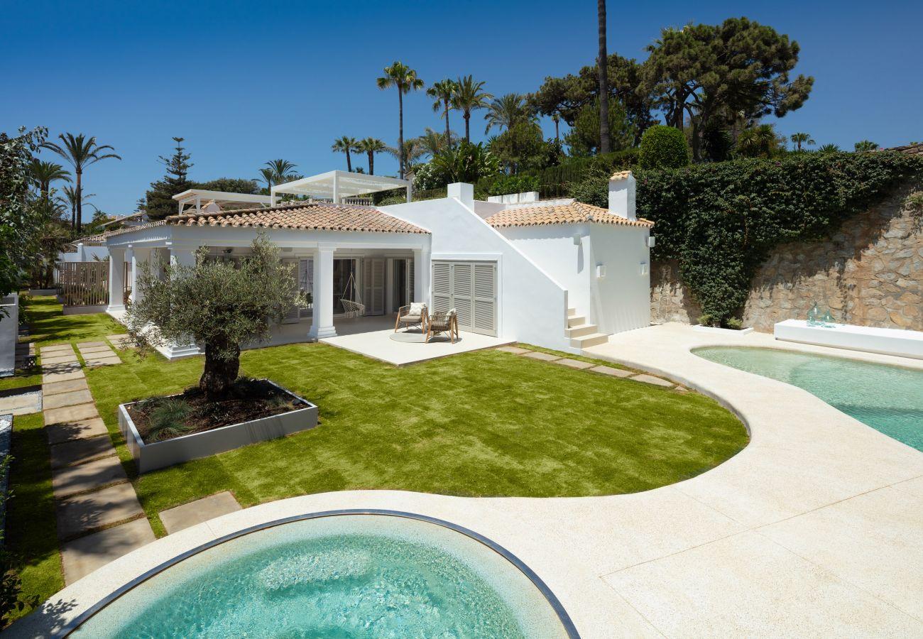 Villa in Marbella - Villa La Luisa, Frontline beach Golden Mile Marbella