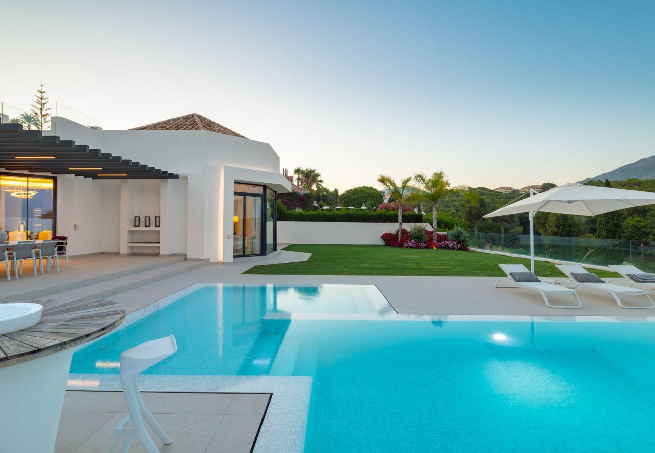 Villa/Dettached house in Marbella - Luxurious villa for sale in Aloha, Nueva Andalucia