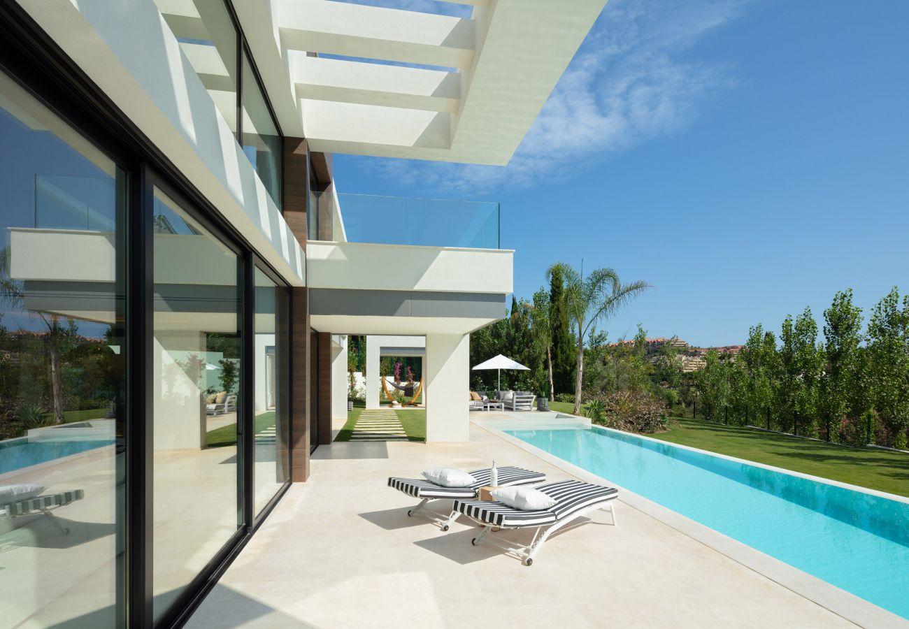 Villa/Dettached house in Marbella - Luxury villa for sale La Cerquilla Marbella