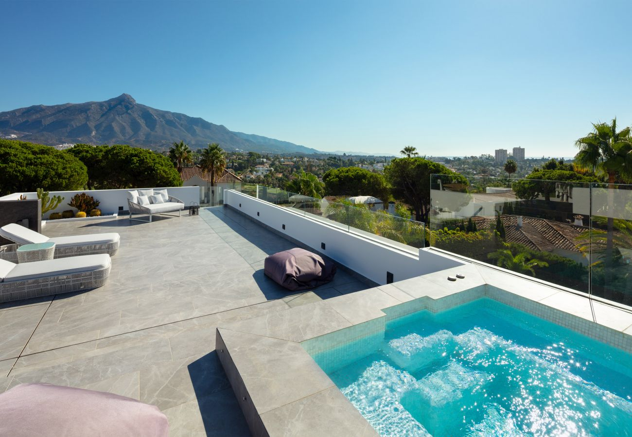 Villa/Dettached house in Marbella - Modern Villa for sale in Nueva Andalucia, Villa Marina